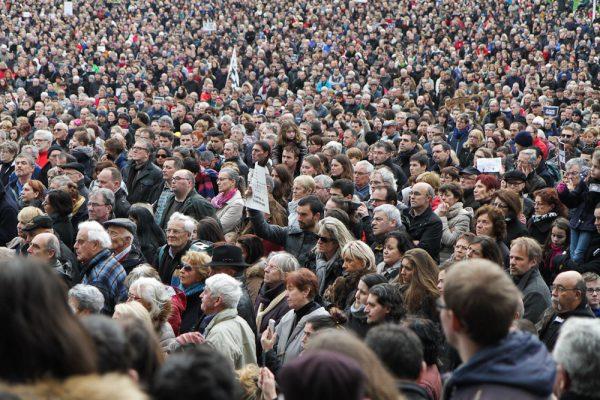 … cette foule de personnes, ...